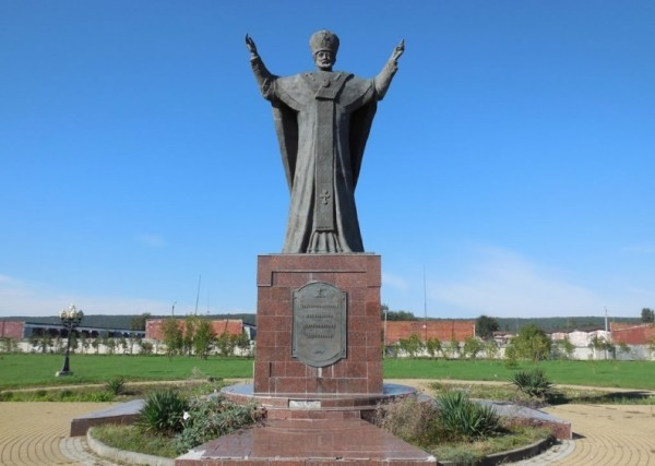 Памятник Николаю Чудотворцу фото