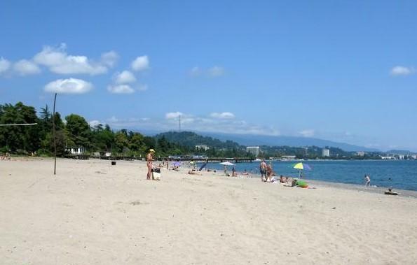Медицинский пляж в Сухуми фото