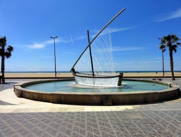 Фонтан лодка в Валенсии