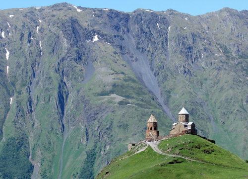 Гора Мтацминда в Тбилиси фото
