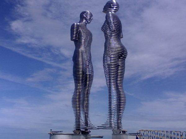 Композиция скульптур Любовь в Батуми