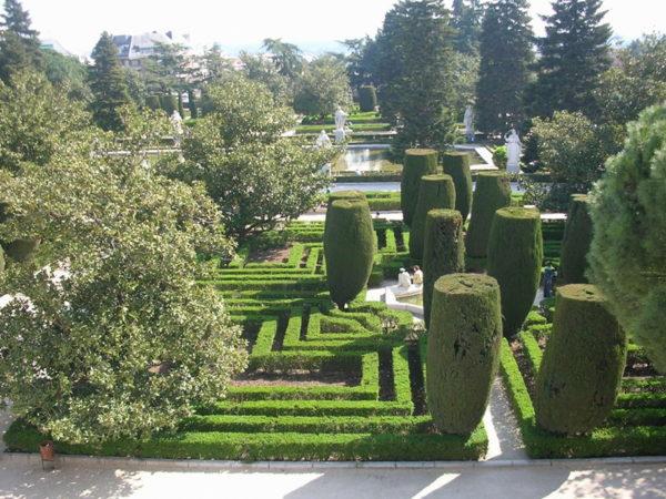 Сады Сабатини в Мадриде фото
