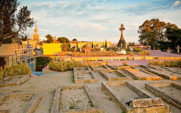 Модернистское кладбище в Льорет де Мар