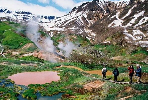 Пешая экскурсия в долину гейзеров на Камчатке