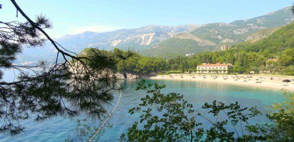 Курорты Черногории у моря с песчаным пляжем